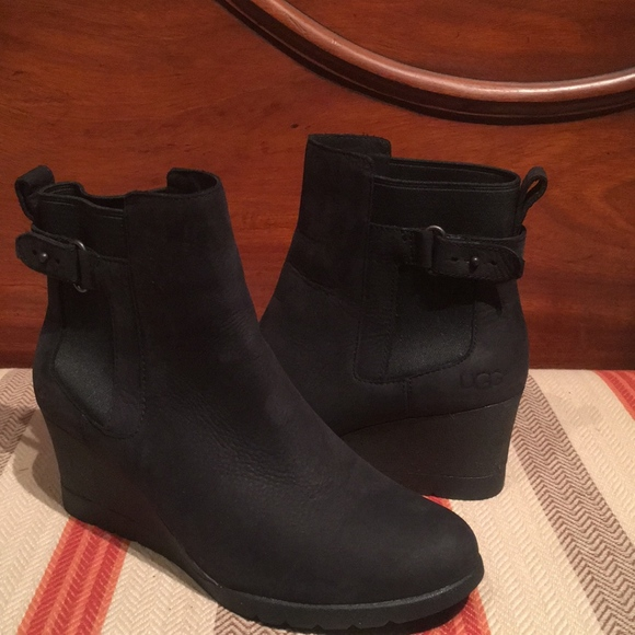 119724a1056 Ugg Womens Indra Wedge boots